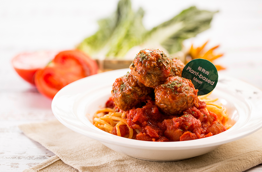 Spaghetti with Vegan Meat Balls in Fresh Tomato Sauce