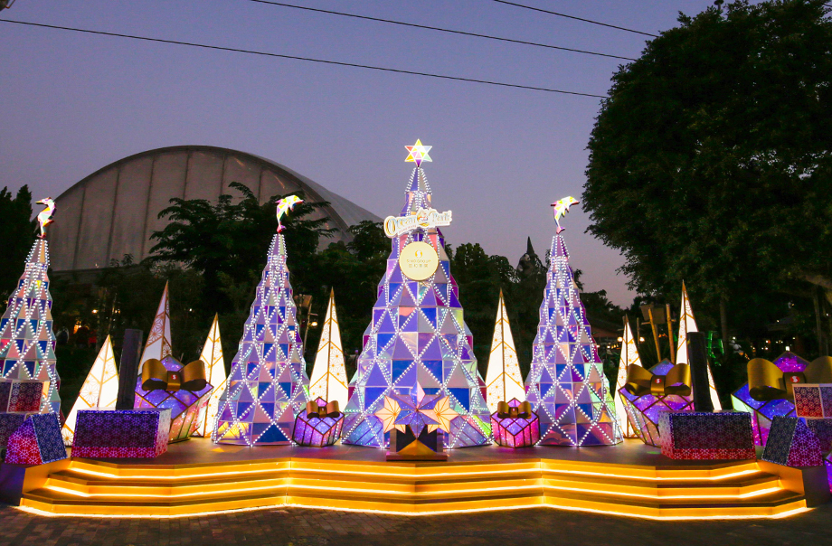 Crystalline Christmas Tree presented by Sino Group